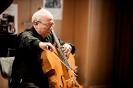 Solocellist Vasile Zaharia beim Abschluss-Triptychon der